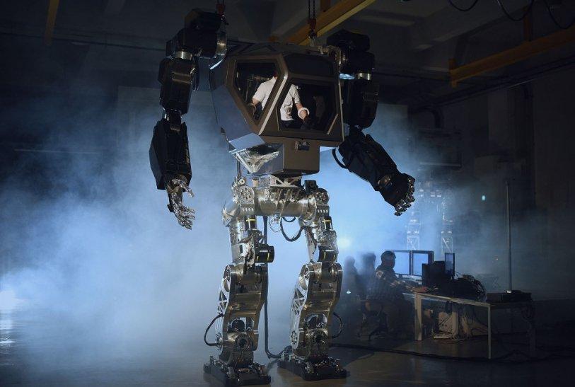 В Корее разработали прототип гигантского робота, пилотируемого человеком
