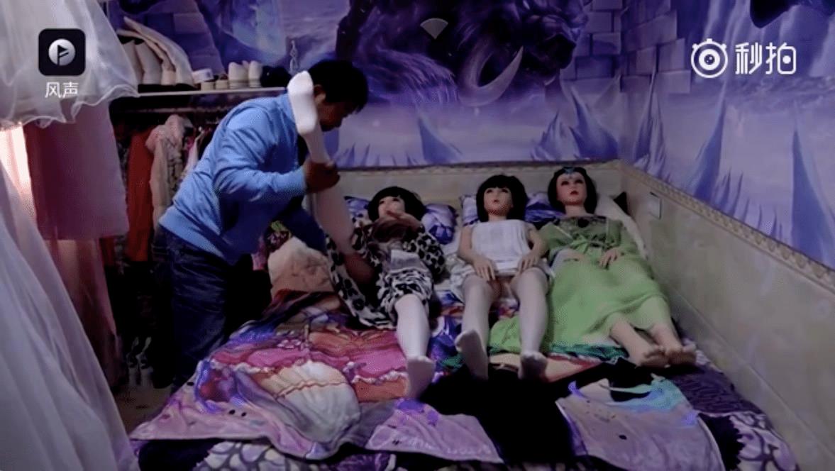 Китаец бросил всё и зажил с секс-куклами