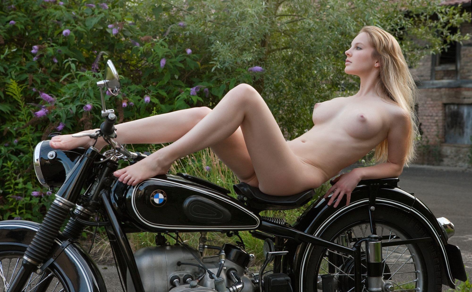 Голые бляди на мотоциклах — photo 13