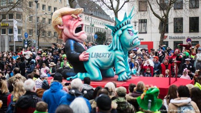 Парад Rosenmontag -2017 в Кельне