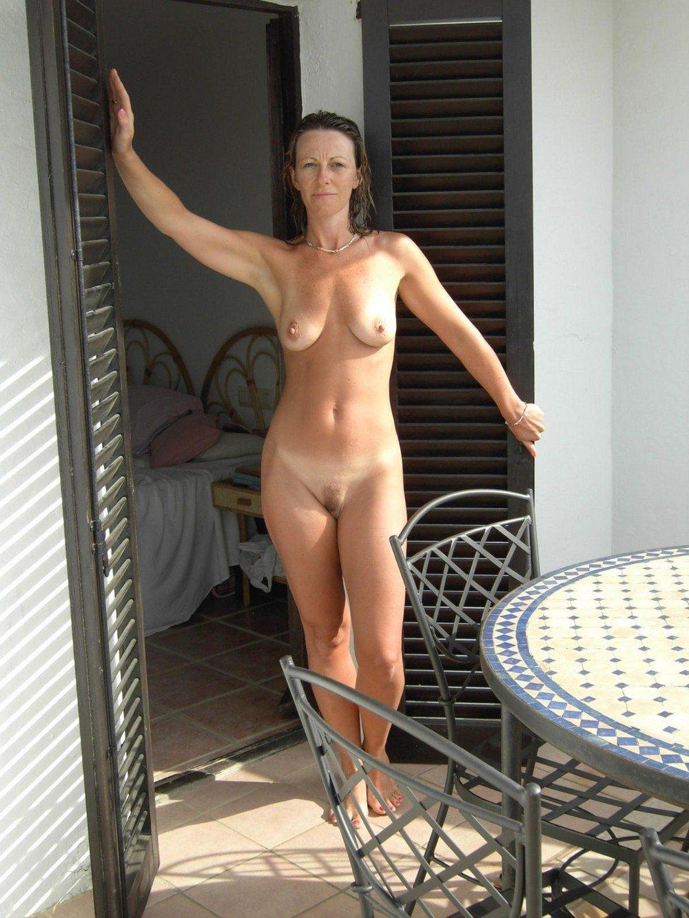 House wife nuda — pic 14