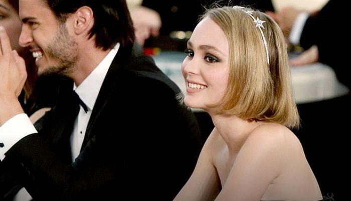 17-летняя дочь Джонни Деппа Лили-Роуз снялась топлесс для журнала «Vogue»