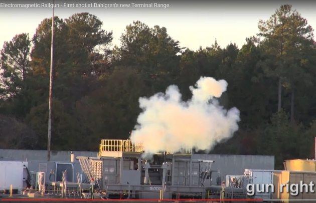 В США опубликовали видео выстрела рельсотрона