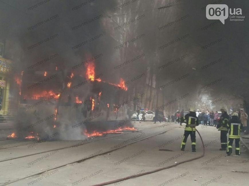 В Запорожье загорелся трамвай с пассажирами