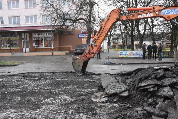На западе Украины починили дорогу,