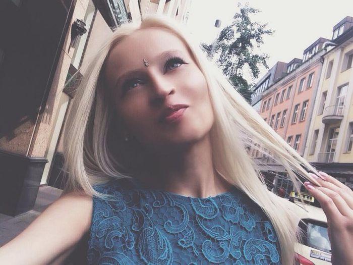 «Русская Барби» Юлия Кригер заявляет о натуральности своей красоты