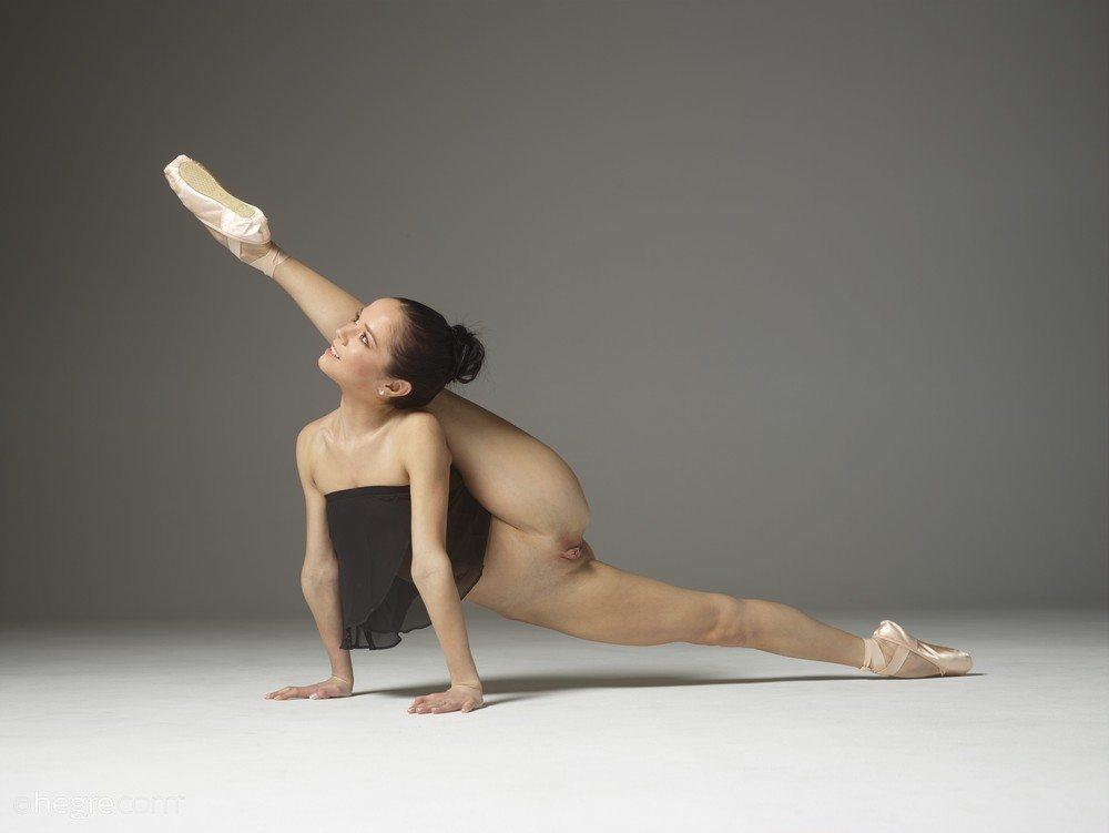 foto-obnazhennaya-balerina-foto-s-podrugoy-na-kvartire