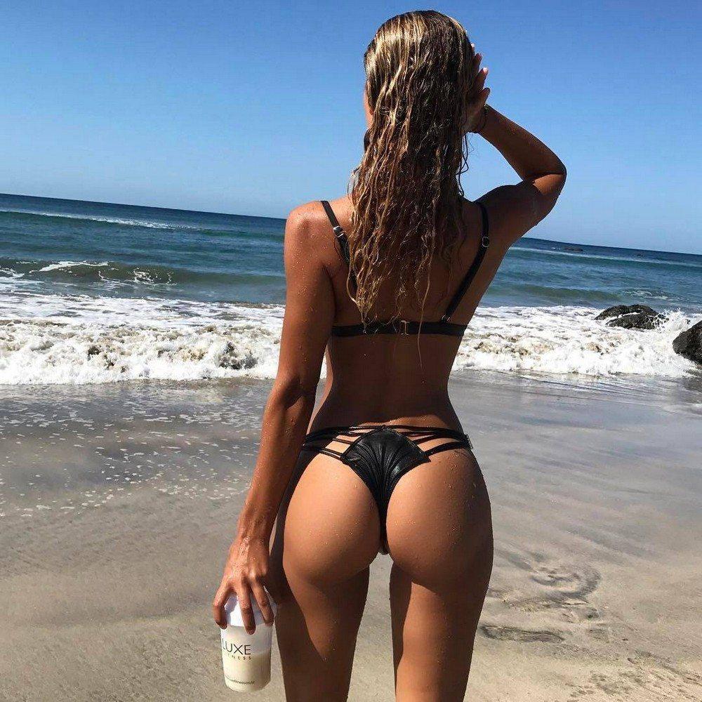 красивые русские девушки в купальниках вид со спины красочная тату последней
