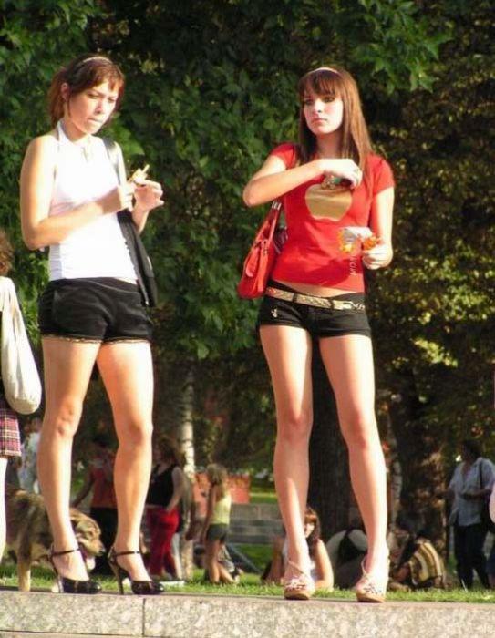 Девушки В Коротких Юбках Фото