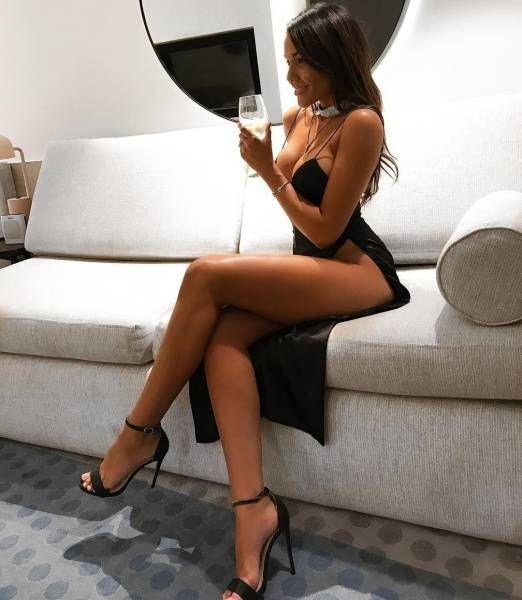 Девушки в обтягивающих платьях порно фото