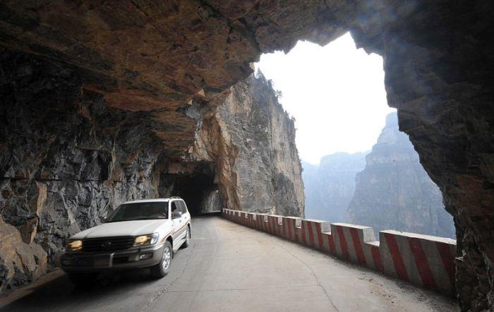 Китайская горная дорога, которую строили на протяжении 50 лет