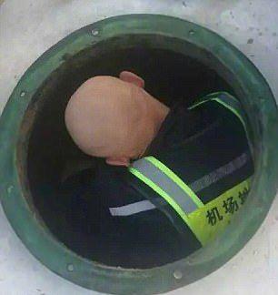 Сотрудники аэропорта отыскали в туалетных отходах кольцо стоимостью 42 600 долларов