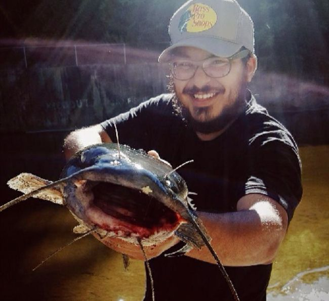 Рыбак обнаружил шокирующую находку внутри сома