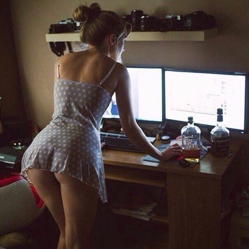 Девушки домашнее фото сзади, женщины с большой грудью смотреть онлайн
