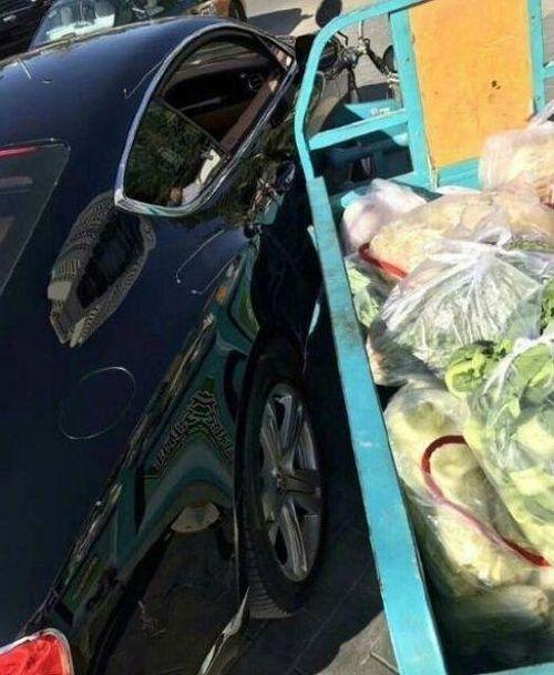 Китаец отделался пучком лука за поврежденный Bentley
