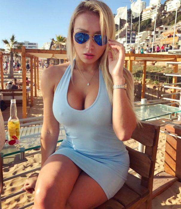 Очаровательные девушки в платьях