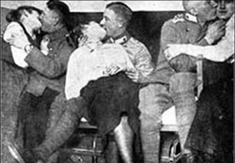 Смотреть секс во время войны