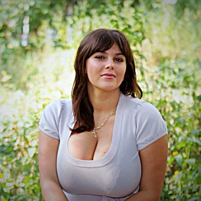 Девушки знакомства фото грудь #11
