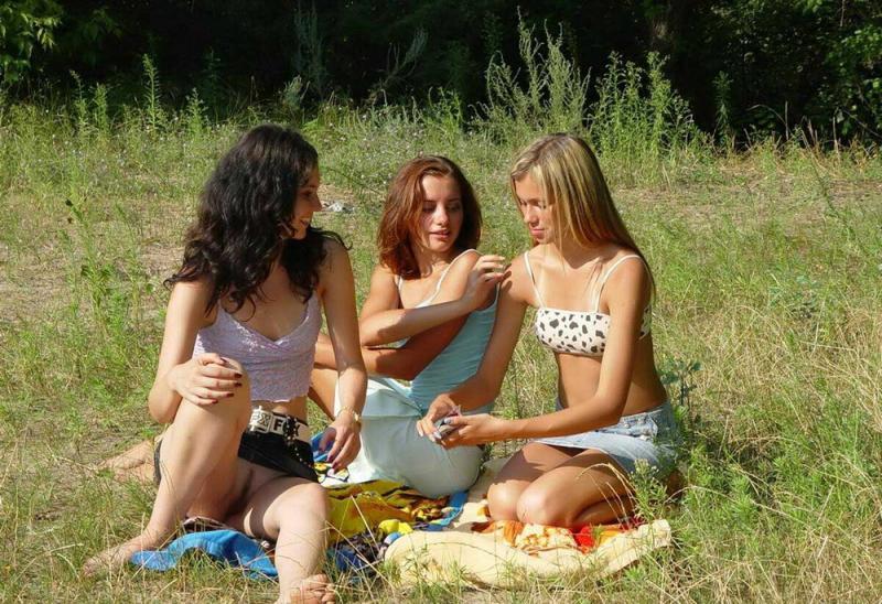 вас засветы русских девушек на природе девчонки такой