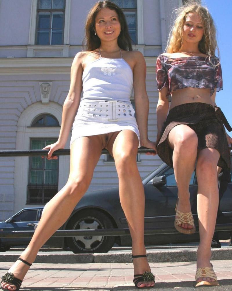 под юбками у девушек в санкт-петербурге смотрю,но очень