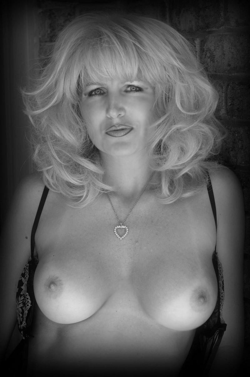 откровенное фото зрелых женщин эротично сможете найти просторах