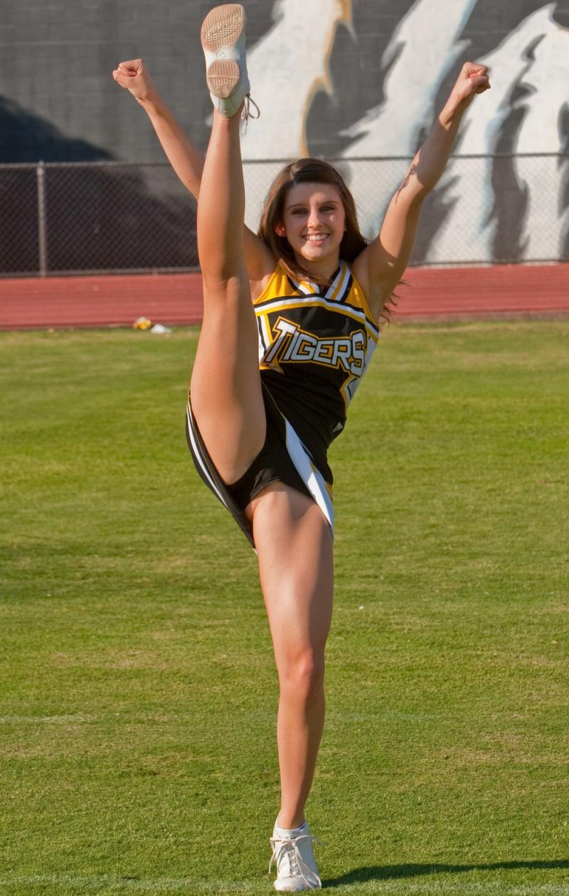 Nude teen girls playing sports — photo 10