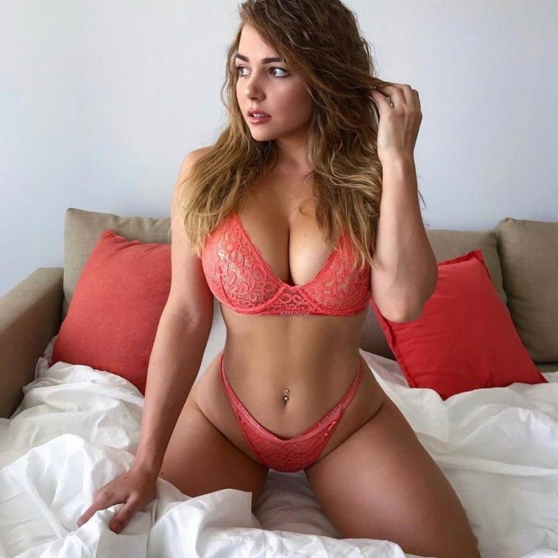 devushki-v-nizhnem-bele-chastnoe-foto-video-seks-porno-gimnastka-lizhet-sebe-yazikom-pizdu
