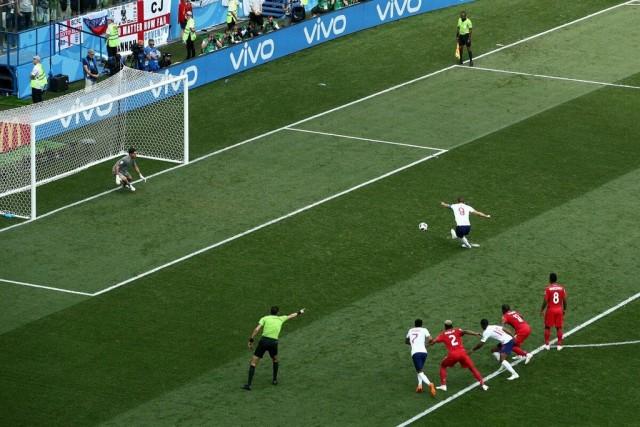 Почему пенальти в футболе пробивают именно с 11 метров?