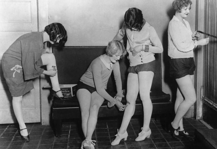 Почему в древности женщины брили ноги и подмышки, потом прекратили, а в ХХ веке снова взялись за старое